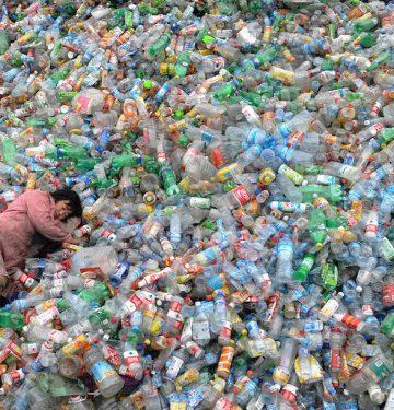 Industri Minuman Penyumbang Sampah Botol Plastik