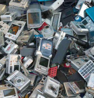 Sering Ganti Ponsel? Bisa Jadi Anda Penyumbang Limbah E-Waste